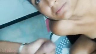 Indian porn video of a slutty teen getting a spunk flow on her face