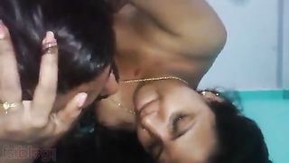Live sex clip of a concupiscent bhabhi enjoying hardcore sex with her neighbor
