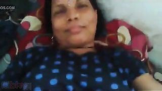 Bengali sex video of a aged aunty gratifying her youthful neighbor