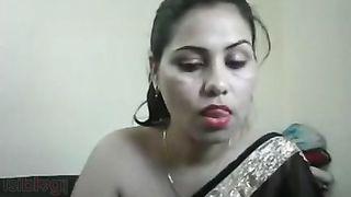 Desi aunty marangos flashing on livecam
