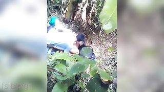 Newly wed pair have a fun outdoor sex on their honeymoon
