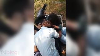 College students giving a kiss outdoor desi mms sex scandal  Hindi