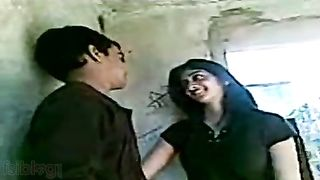 Mms sex scandal of sexy Indian college hotty leaked online!  Hindi Audio