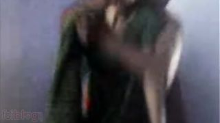 Home sex scandal of older Indian maid aunty in saree!