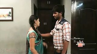 Devar seduces large pantoons bhabhi in saree in bedroom!