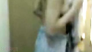 Maharashtra Dilettante gf recorded by boyfriend after Shower