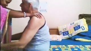 Indian maid gives oral sex to Old abode Owner