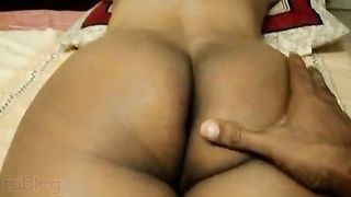 Curly Indian Aunty gets a real orgasm