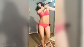 Hot Indians put on a hot mujra dance