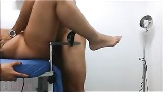 Indian soaked scoops bhabhi fucked by doctor in his lab