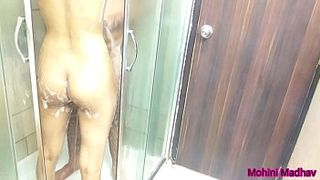 Hindi XXX Audio! Indian aunty nude bath with neighbour uncle